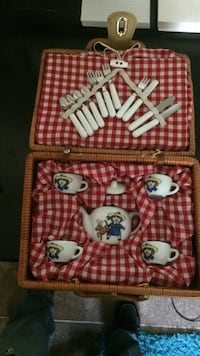 Vintage Madeline porcelain tea set for 4 wicker picnic basket