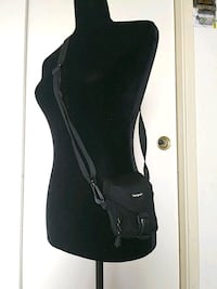 Targus camera carrier with adjustable strap  Merced, 95348