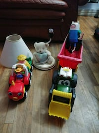 SET OF MIXED TOYS WITH LAMP OPERATIONAL Montreal, H8S 1W4