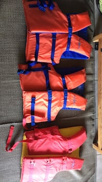 3 adult life jackets -great condition -  Hamilton, L8H 2M8