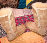 Tall tan uggs with buttons Wilson, 27893