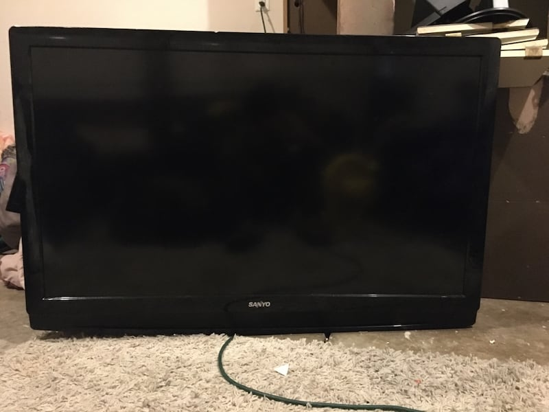 A 60inc TV and it works good you have to pice it up 1877ebb8-90c9-4eab-8b63-70139060a225