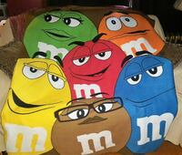 COLLECTIBLE M&M THROW