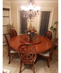 Dinning room table 8 chairs