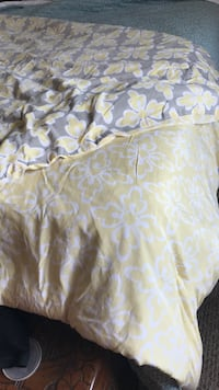 Reversible comforter Q or F Salem, 24153