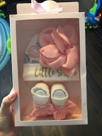 White and pink floral 0-6 month hat & socks Coral Springs, 33067