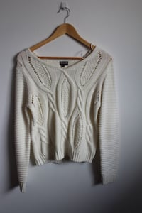 White knit sweater size medium  Calgary, T2W