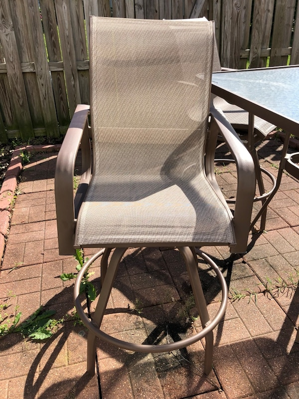 Outdoor table and chairs 595d0c43-76f3-4fa8-95ef-b3fd26f012d7