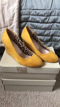 Mustard Wedge. Worn once! Arlington, 22206