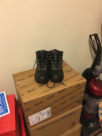 Snow Boots Thick and insulated. Very Warm. Made by Mountain Gear M9.5 Laurel, 20707