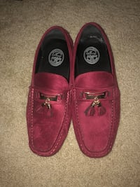 Pair of red loafers Austin, 78613