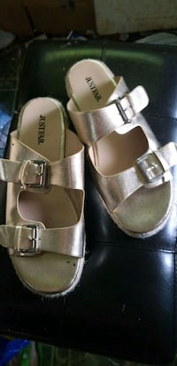 Just Fab Gold Sandals  London, N6J 3B6