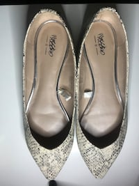 MOSSIMO WOMEN'S SIZE 10 FLATS