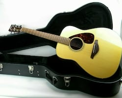 YAMAHA FG700S DREADNOUGHT ACOUSTIC GUITAR w/ Hard Case