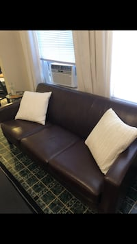 Couch  Newton, 02461
