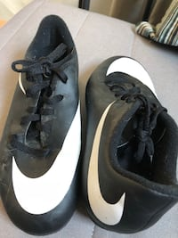 soccer shoes - youth size 1 Woodbridge, 22192