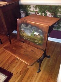 Beautiful antique child's desk Ankeny, 50021