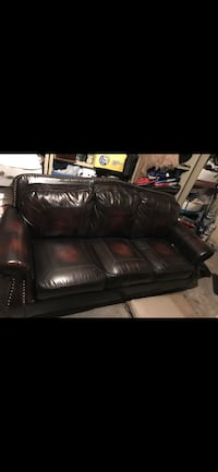 3 seateer leather couch Montréal, H3G 1P6