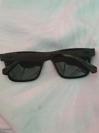 Guess sunglasses mint condition Surrey, V4N 5P4