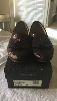 Size 9 1/2 stanza burgundy johnston and murphy leather ,new $225 Houston, 77064