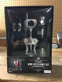Wine opener Set. New Make a reasonable offer cash only Versailles, 40383