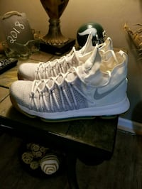 pair of white Nike basketball shoes Cave Spring, 24018