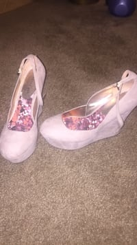 Pair of gray close-toe ankle-strap wedge shoes Bensalem, 19020
