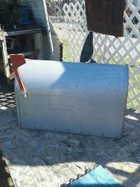 Mail box excellent condition 2feet long 1 foot wid Lancaster, 43130