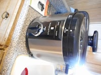"""Wolfgang Puck 8 Quart Pressure Cooker + """"Simply the Best"""" Pressure Cookbook Acton"""