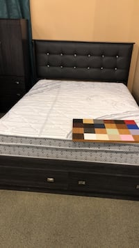Queen bed Canadian made  Brampton, L6W 3K7