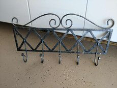 Decorative metal rack with 5 hooks