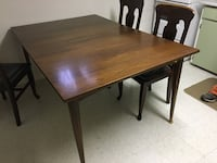 Rectangular brown wooden dining table Mississauga, L5B 1E9