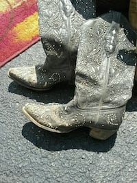 Cowboy boots size 7 and 1/2 883 mi