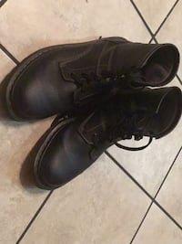 Pair of black leather shoes 2357 mi