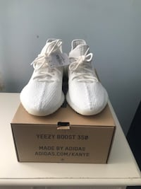 Pair of white adidas yeezy boost 350 with box 286 mi