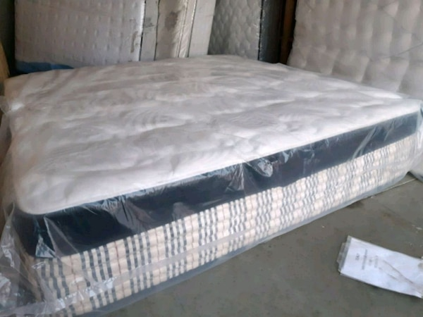 New luxury king mattress . New boxes 160. Deliv