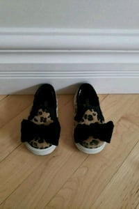 Size 5 toddler shoes Calgary, T3E 2R9