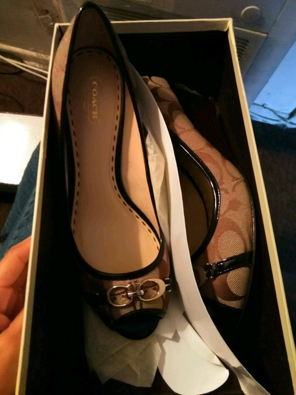 23f7bed9a Used 9.5 women size wedge heel for sale in Huntington Park - letgo
