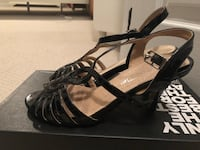 Sandals size 6, gently used  557 km