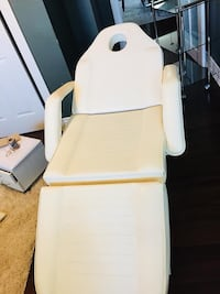 Massage table  Kawartha Lakes, K0L 2W0
