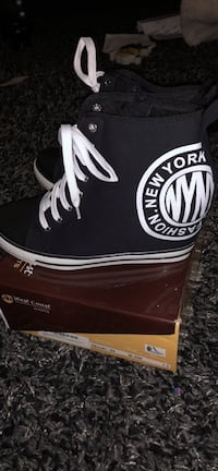 Pair of black new york wedge sneakers with box Surrey, V3S 6T1