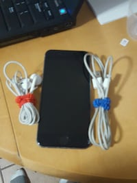 black iPhone 7 with charger Ottawa, 61350