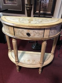 Lovely Tuscan 1/2 moon side table San Antonio, 78232