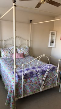 White iron canopy bed. Excellent condition! Full size, great for a girls room! Sewell, 08080