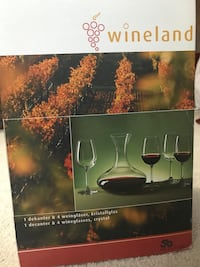 clear glass Wineland decanter and wine glasses set box
