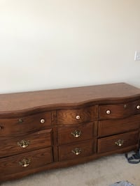 Giving away dresser. Must pick up by Tues, 3/26 Alexandria, 22314