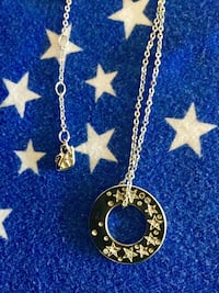 Lovely Swarovski Crystal necklace - Round pendant with crystal stars on both side .  With jewelry box new necklace Alexandria, 22311