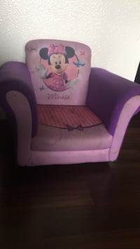 pink and purple Minnie Mouse sofa chair Modesto, 95356