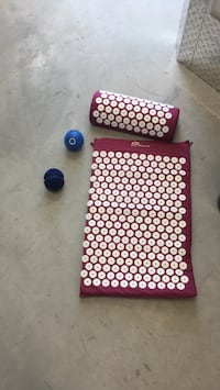 """Relaxation! """"Bed of nails"""" acuball, and vibrating massage ball Toronto, M4L"""