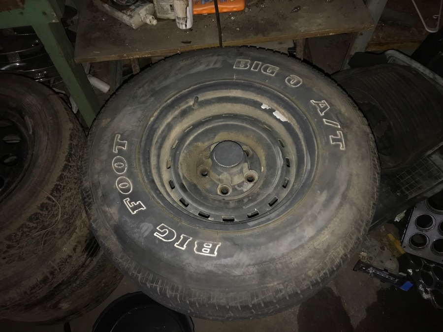 Photo Chevy truck rims and decent tires $30